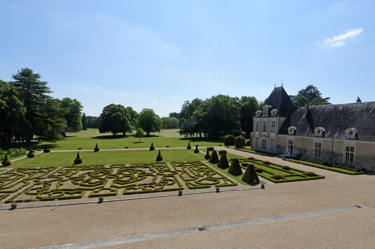 chateau d'Azay-le-Ferron jardins a la francaise